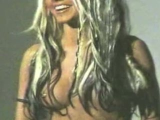 Christina aguilera leaked video - plný video = bit.ly/1dckolu