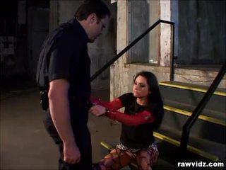 Katrina kraven 抓 由 角質 警察