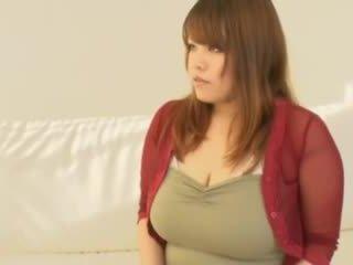 Gorda asiática chica con grande tetitas