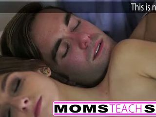 Гаряча мама і крок син ебать молодий подруга