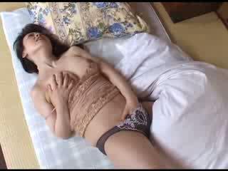 일본의 엄마 자위 후 시청 포르노를 비디오