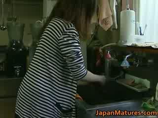 Японки милф enjoys горещ секс