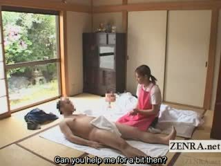 Subtitled ubrane kobiety i nadzy mężczyźni japońskie caregiver elderly człowiek na ręcznym