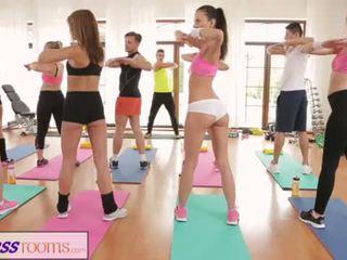 Fitnessrooms barbara bieber has sebuah seksual latihan setelah gimnastik kelas <span class=duration>- 14 min</span>