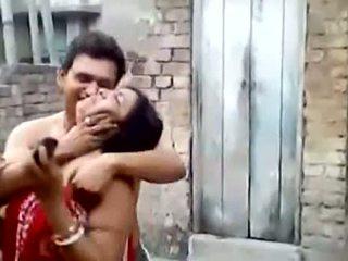 Bengali 단 정치 못한 여자 aunty 키스 outdoors