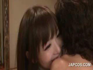 Magra fragile asiática geisha teasing pecker com dela boca