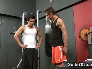 Cody springs receives dibor oleh chad davis di itu gimnastik