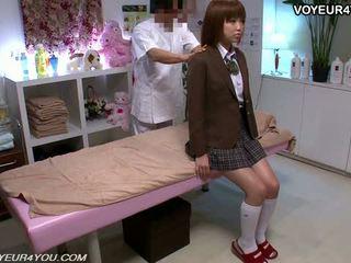 Japoneze adoleshent shkollë vajzë trup masazh