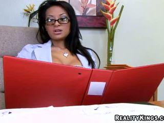 Giana lynn adalah yang cantik organized bos dan seks / persetubuhan