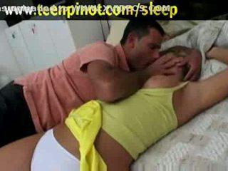 Блондинки мадама прецака докато спящ в а хотел стая