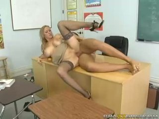 Breasty abby rode acquires son minuscule chatte nailed dur et takes impure cumblast