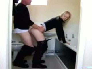 Salle de bain en et fille papa