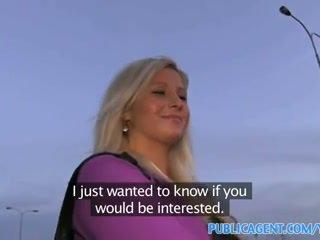Publicagent curvy bionda accepts sesso per soldi offerta a autobus stop