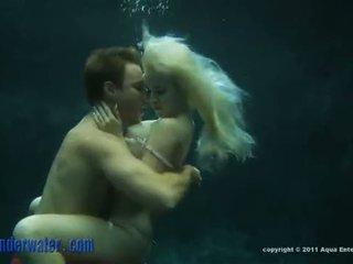 Whitney taylor - sous l'eau sexe