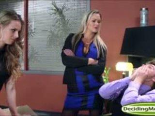 Abbey helps jillian obtenir une emploi avec anal