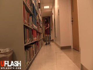Naken i offentlig bibliotek skola asiatiskapojke amatör tonårs webkamera