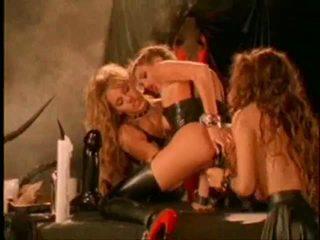 Jenteal lesbiete aina no fantasy chamber