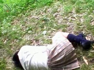 Fragile asiática escolar getting brutally follada al aire libre