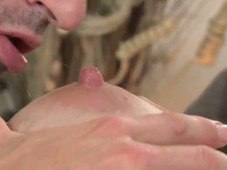 Голям бюст мама путка прецака и sprayed с изпразване