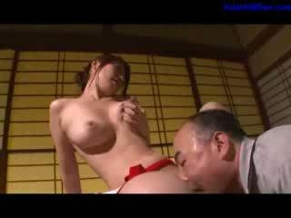 Caldi milf masturbare getting suo pelosa fica licked e fingered da marito su il scrivania in il stanza