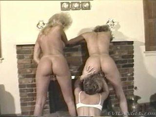 Lesbos 欣赏 指法 和 toying holes 在 thowdys 三 一些