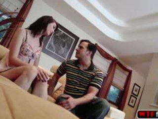 סקסי alana gets a מזוין ב the ספה