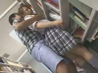 Drovus mokinukė apgraibytas ir used į a biblioteka