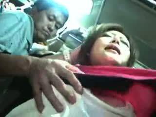 Tineri fata bajbai și used în o tren