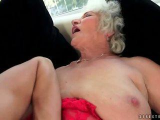 Зіпсована грудаста бабця enjoys гаряча секс