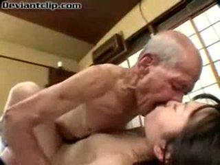 فقير اليابانية تلميذة مارس الجنس بواسطة قديم fart
