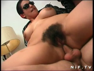 Pelosa francese sgualdrina gets double anale penetration
