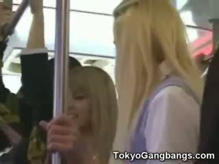Bílý coeds v tokyo subway!