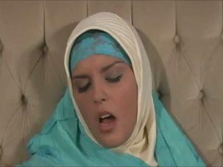 Skvostné muslima v hijab s veľký telo je a sexaddict