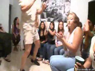 Βίντεο του κορίτσια giving στοματικό σεξ