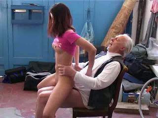 Starý člověk chtít na oprava můj jízdní kolo video