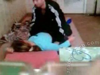 Arab paar keppimine edasi the põrandal privaatne seks video