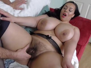 Poilu gros seins britannique milf takes grand blanc bite: gratuit porno fa