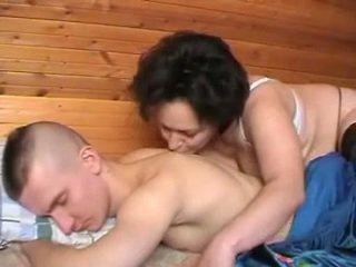 Pijane rosyjskie matka seduces the youth