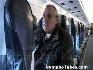 Blondýnka stewardesses rána guys - nymphotubes.com