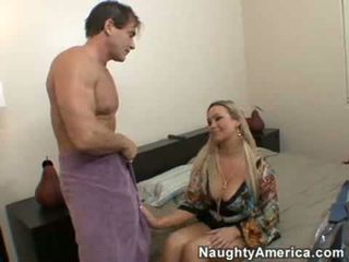 Abbey brooks fucks onu friends kolej parti