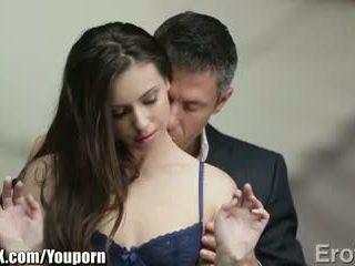 Eroticax 最 多情 kiss leads 到 性別
