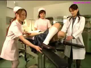 डॉल getting उसकी puss examinted साथ स्पकुलम licked द्वारा डॉक्टर मेलोन्स rubbed द्वारा 2 nurses में the ऑपरेशन कक्ष