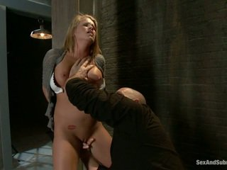 Млад блондинки aiden aspen gets humiliated