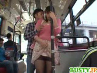 Hana haruna חזה גדול sucks shlong ב אוטובוס