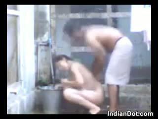 dusj, utendørs, indisk