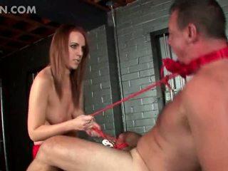 Wild smutsiga husmor giving henne kön slav male