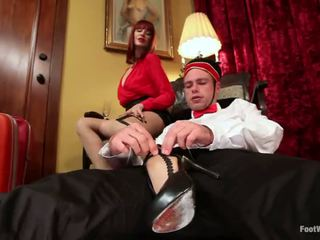 Hotel guest maitresse madeline dominates the bellboy në këmbë objekt adhurimi vid
