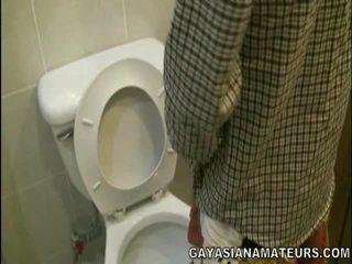 Môj gejské ázijské urinate a semeno