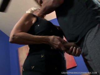 Didelis boobie močiutė vikki vaughn likes coarse didelis varpa seksas