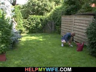 Manželka fucked podľa the gardener s manžel tam